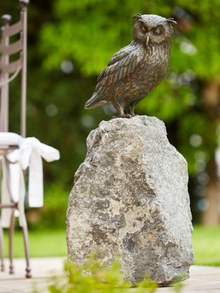Bronzefigur Uhu, sitzend auf Granitstein(ArtNr. 88878.4)