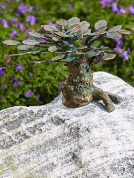 Bronzefigur Bonsai klein auf Findling (Art.Nr. 88792.5)