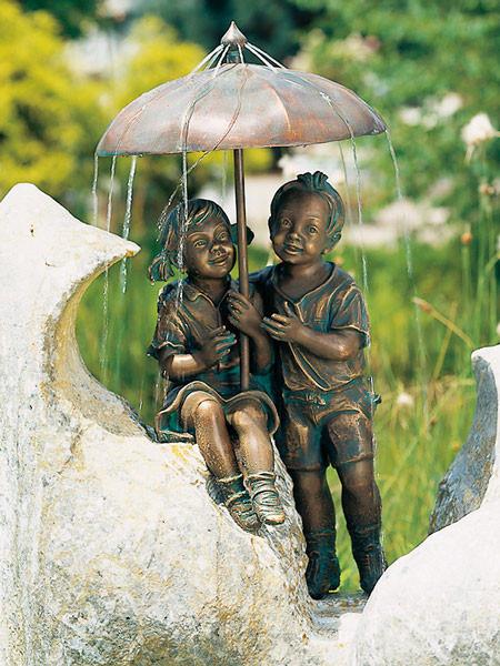 Bronzefigur Regenschirm-Kapriolen (Art.Nr. 88376)