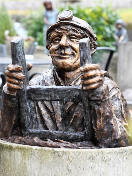 Bronzefigur Kanalarbeiter