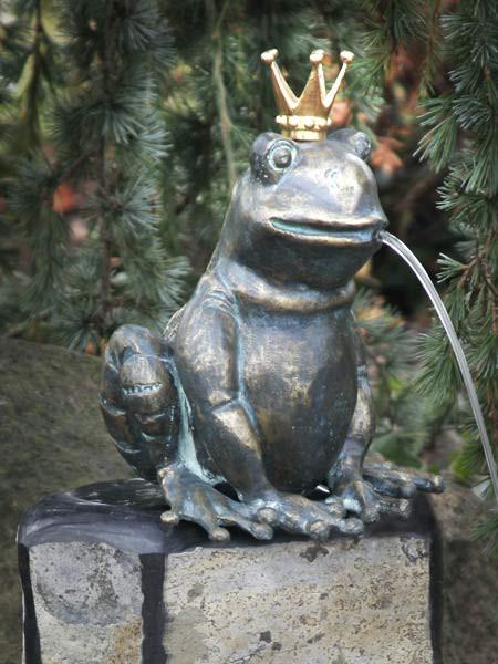 Bronzefigur Froschkönig Ratomir (Art.Nr. 88494)