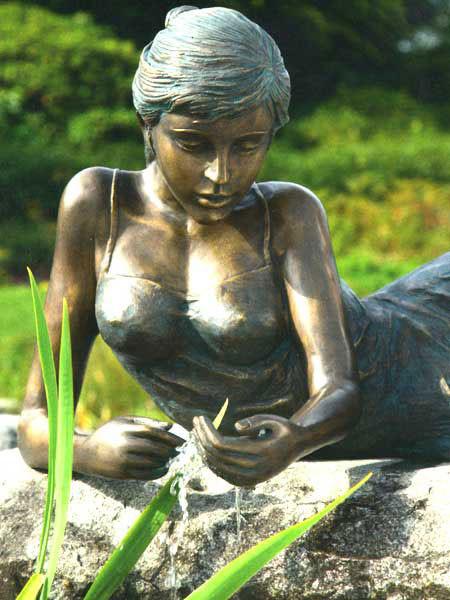 Bronzefigur Klementine klein (Art.Nr. 88659)