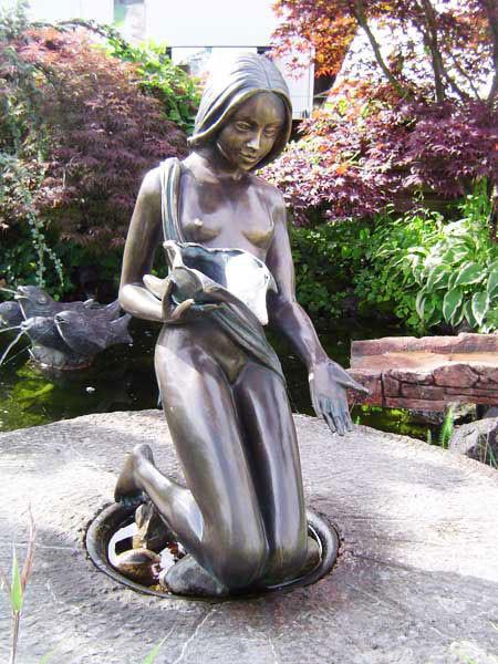 Bronzefigur Noèlle klein (Art.Nr. 88279)