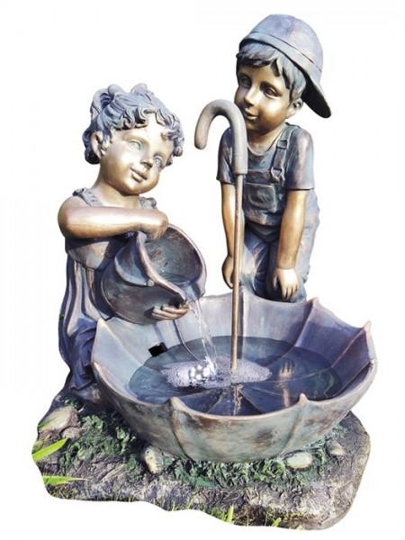 Brunnen 'Jan und Hannah mit Schirm'aus Polystone(Art.Nr. gr878)