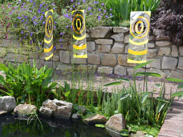 Bird Blocker Flags am Teich