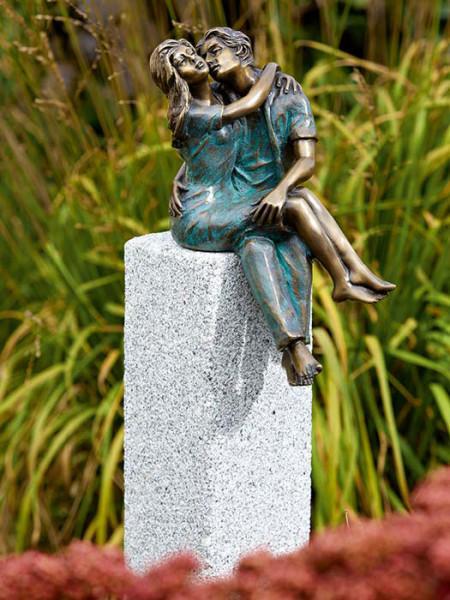 Bronzefigur Junges Glück auf Granitstele(Art.Nr.88598)