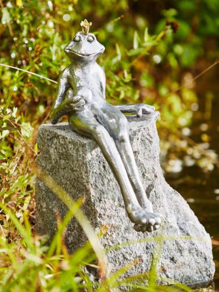Alu-Figur Froschkönig Gunter auf Granitstele(88765alu.4)
