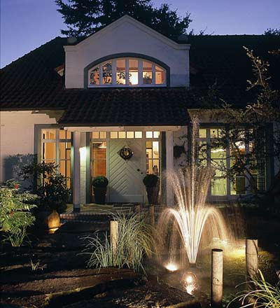 Strom & Beleuchtung am Gartenteich